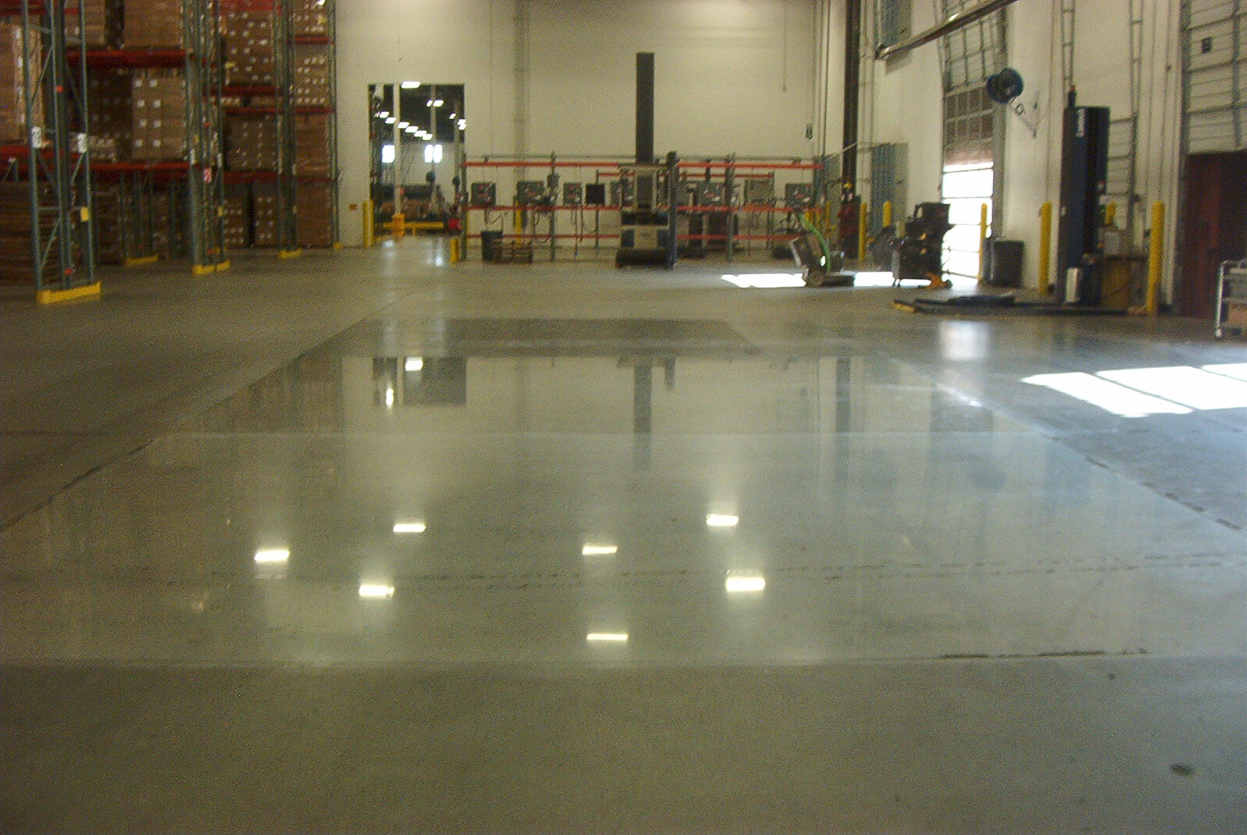 High and medium gloss polished floor shines for medical warehouse.
