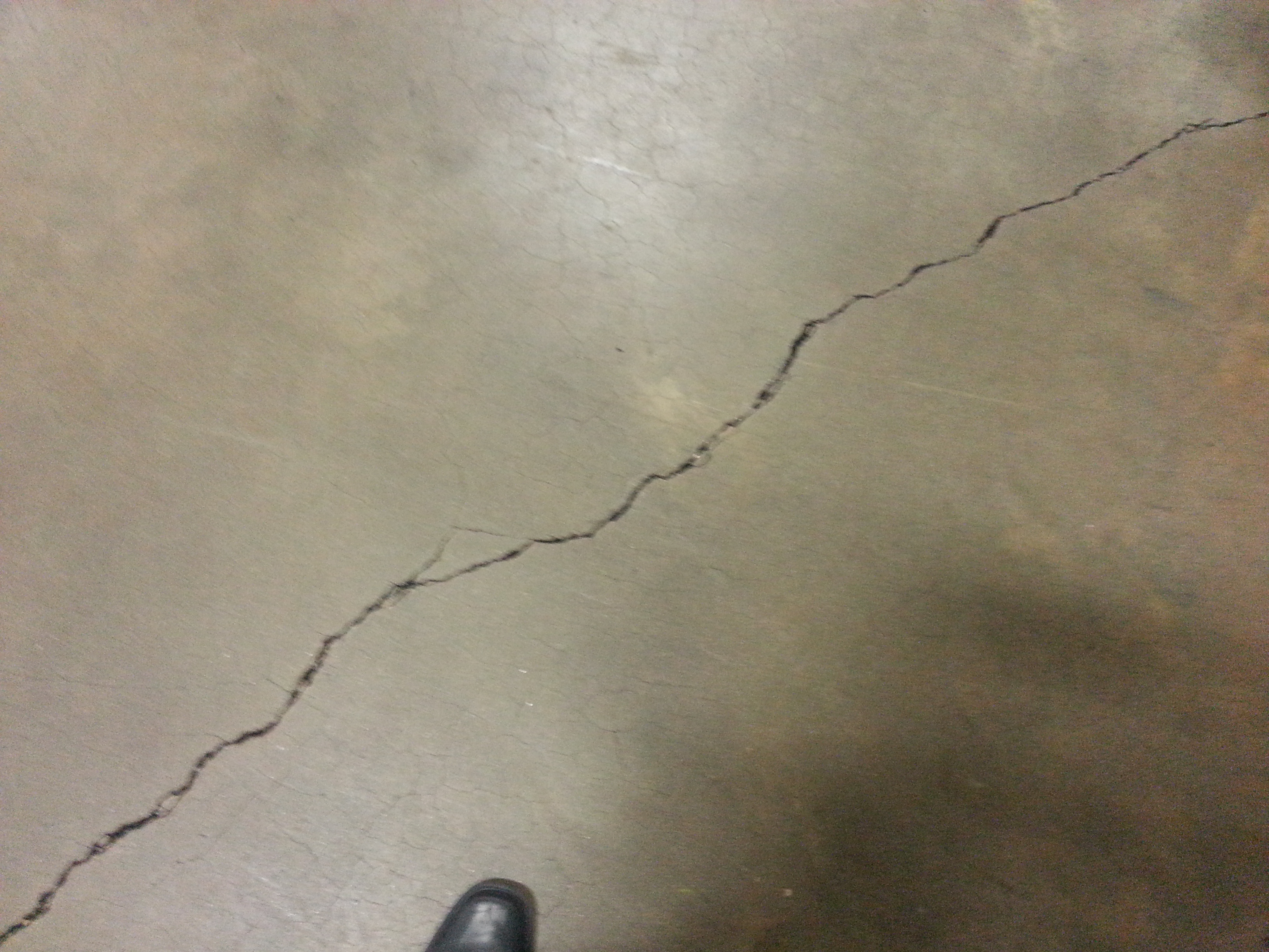 Concrete floor cracking and crazing