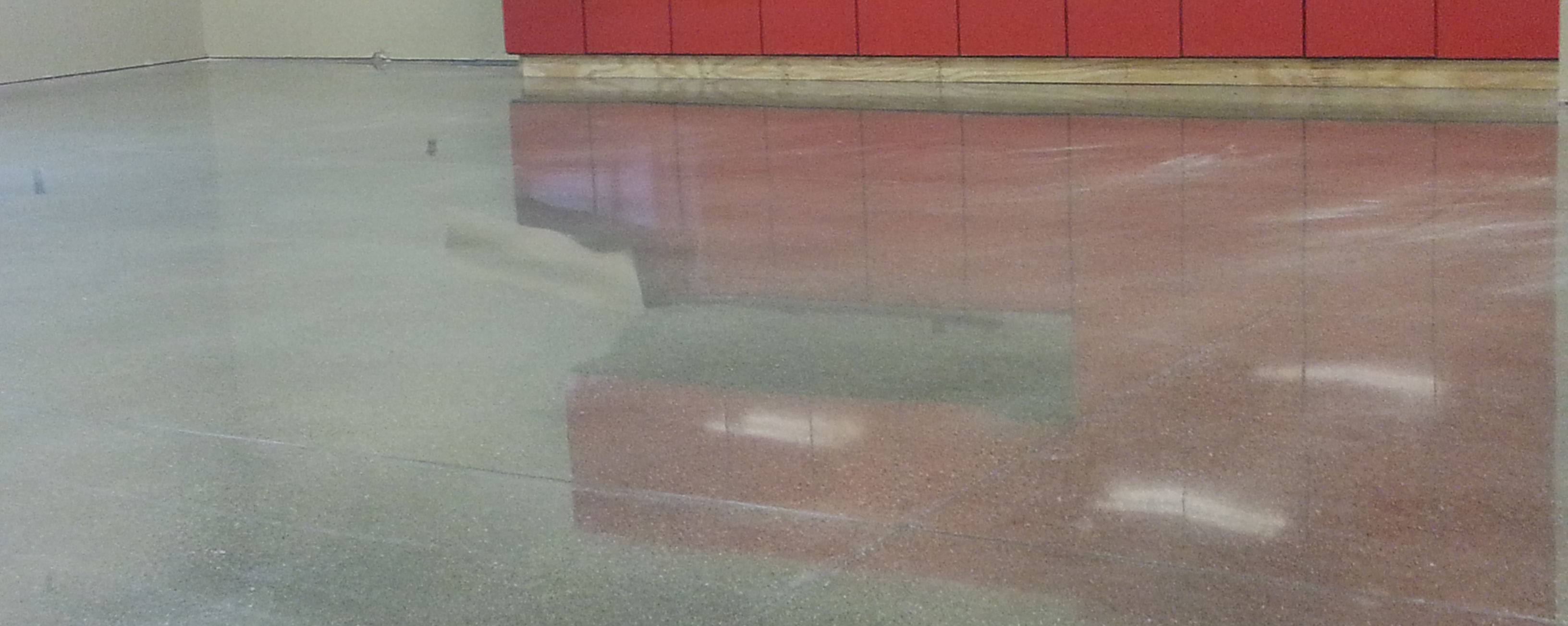Iowa Wall Sawing Service : Polished concrete flooring at educational facility in