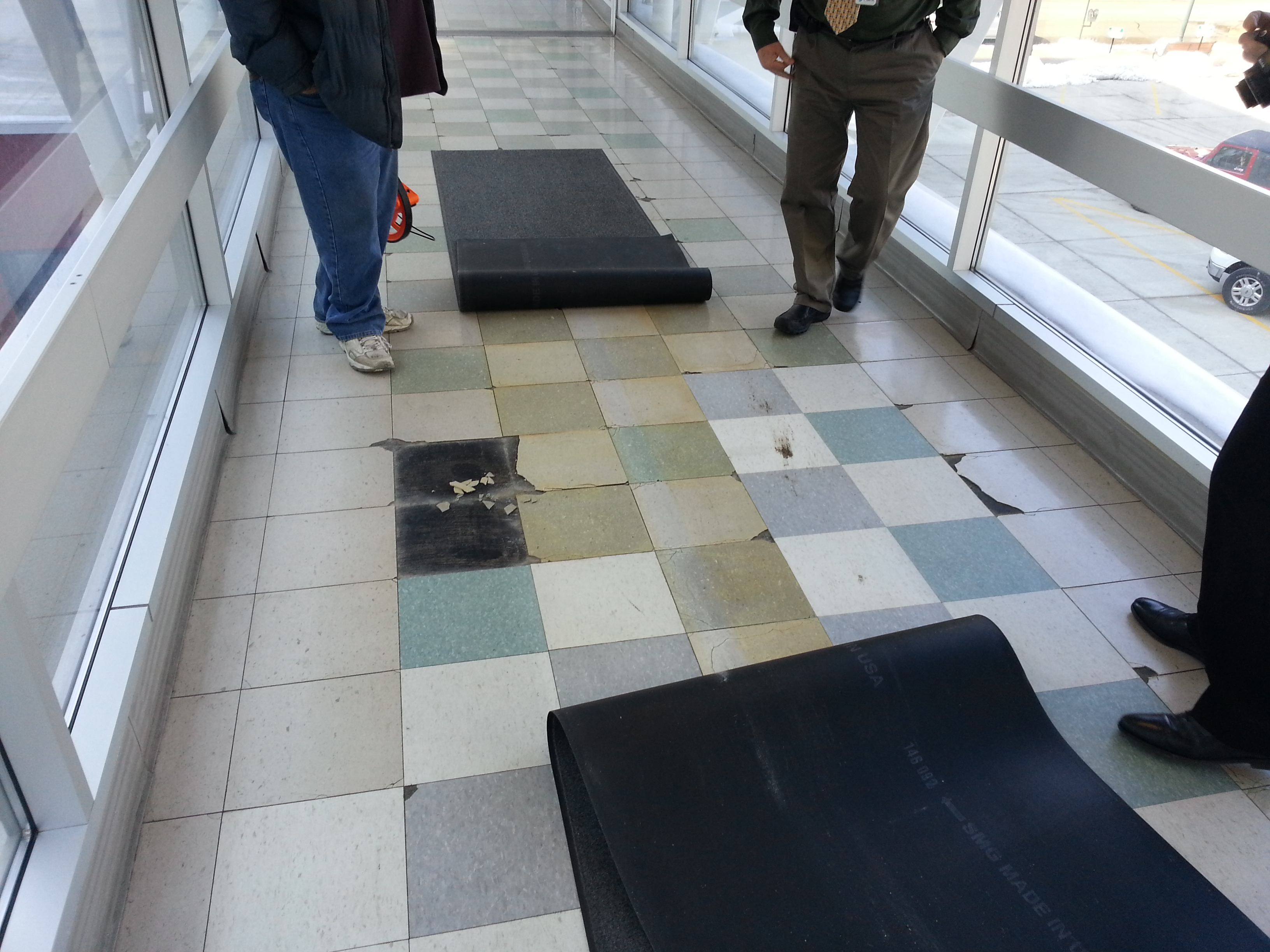 Vinyl Composition Tile: VCT tile removal needed on floor in Cedar Rapids, Iowa